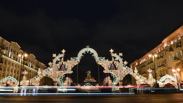 Новогодняя иллюминация на Тверской площади в Москве, где открылся фестиваль Путешествие в Рождество. Архивное фото