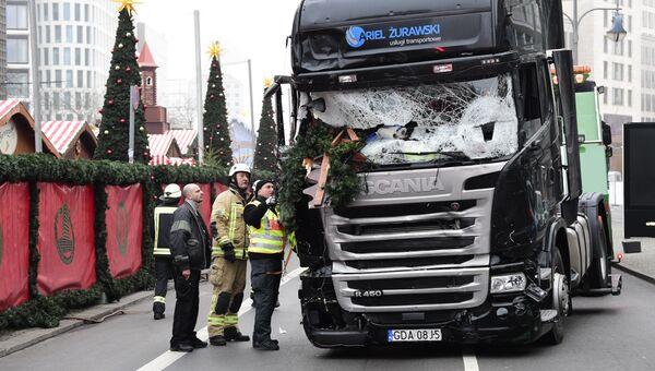 Грузовик, протаранивший рождественскую ярмарку в Берлине, Германия. 20 декабря 2016. Архивное фото