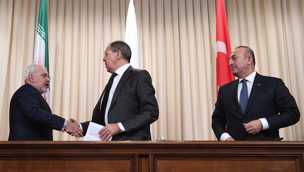 Министр иностранных дел Ирана Мухаммад Джавад Зариф, министр иностранных дел РФ Сергей Лавров и министр иностранных дел Турции Мевлют Чавушоглу во время совместной пресс-конференции. 20 декабря 2016