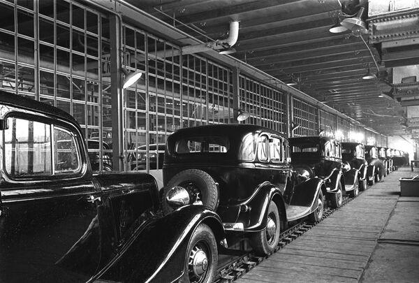 Первые автомобили конвейер челябинск элеватор история