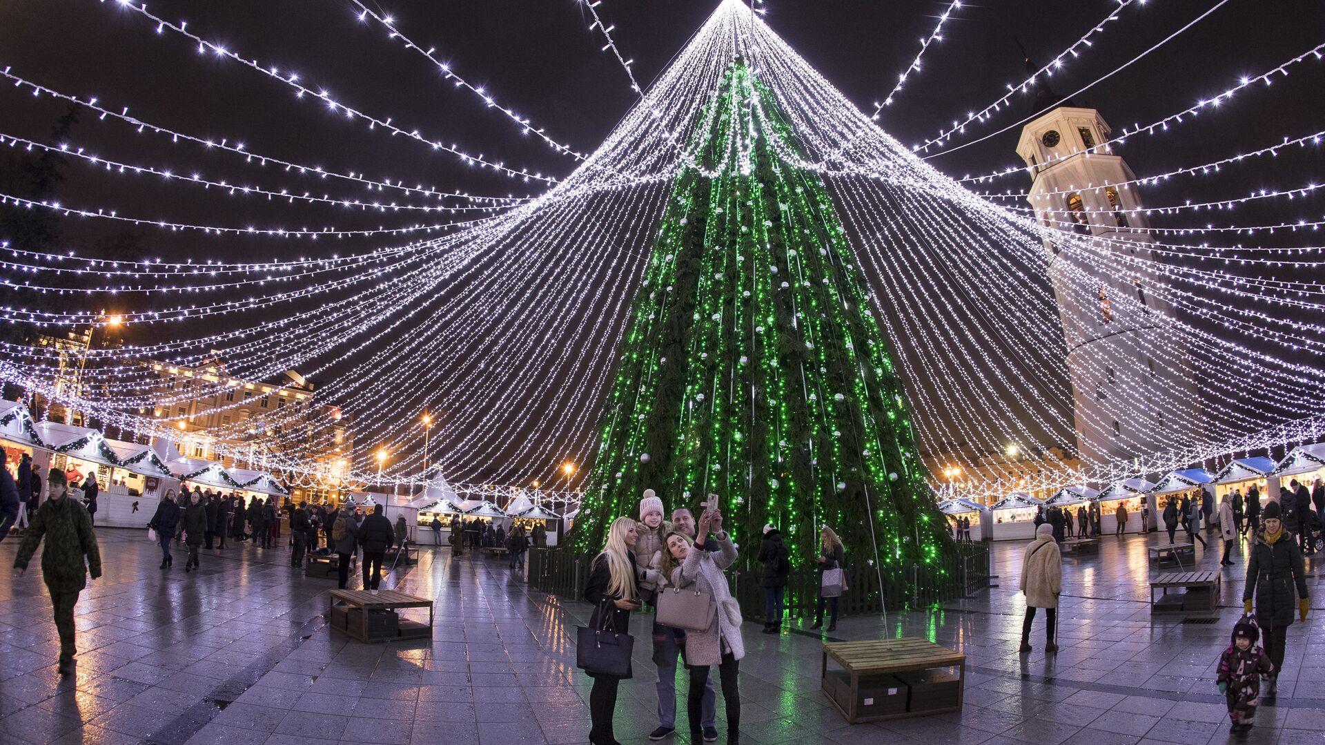 Новогодняя елка на Соборной площади в Вильнюсе, Литва - РИА Новости, 1920, 04.12.2020