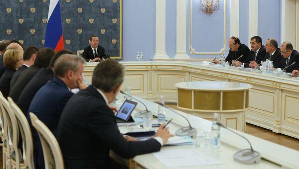 Дмитрий Медведев проводит заседание правительственной комиссии по вопросам социально-экономического развития Северо-Кавказского федерального округа. 27 декабря 2016