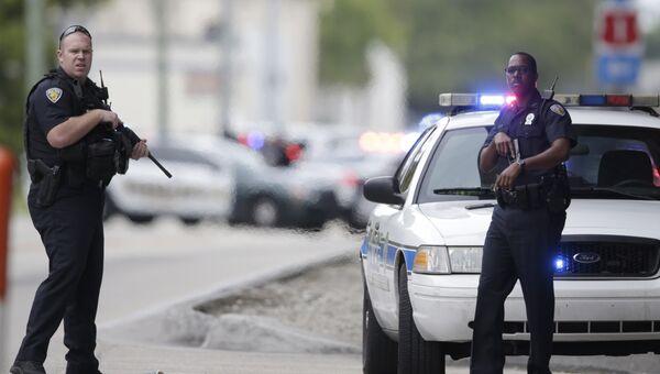 Полицейские на месте стрельбы в аэропорту в Форте-Лодердейле в штате Флорида. Архивное фото