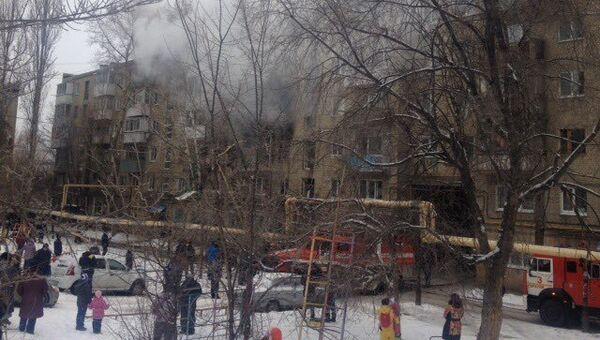 Спасатели МЧС России ликвидируют последствия взрыва бытового газа в городе Саратове