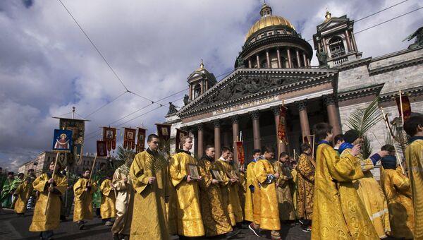 Крестный ход возле Исаакиевского собора в Санкт-Петербурге