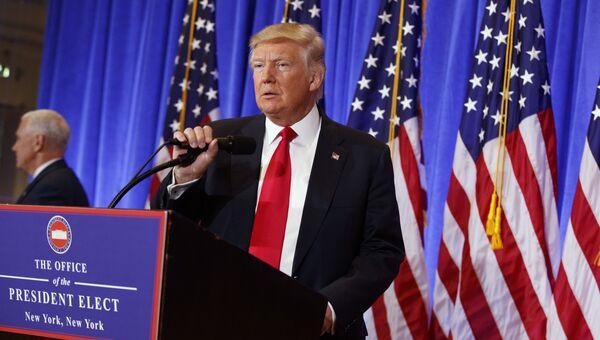 Избранный президент США Дональд Трамп во время первой официальной пресс-конференции в Нью-Йорке. 11 января 2017