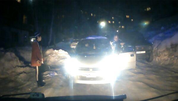 Стоп-кадр записи камеры видеорегистратора автомобиля скорой помощи в Петропавловске-Камчатском