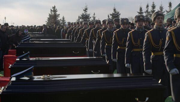 На церемонии прощания с погибшими при крушении самолета Ту-154 в Черном море на Федеральном военном мемориальном кладбище в Московской области