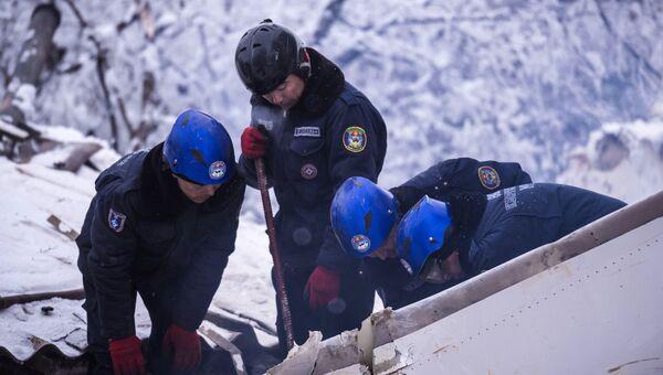 Поисковые работы на месте крушения грузового самолета Boeing 747 в Киргизии. Архивное фото