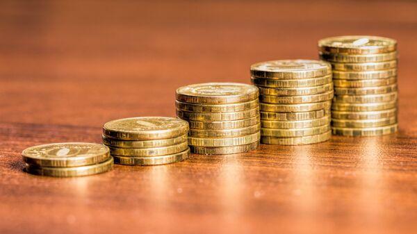 Монеты номиналом 10 российских рублей. Архивное фото