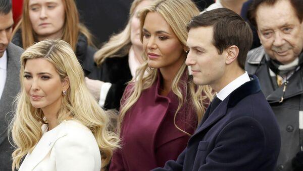 Иванка Трамп с супругом Джаредом Кушнером и Ванесса Трамп перед церемонией инаугурации избранного президента США Дональда Трампа. 20 января 2017 года