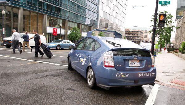 Беспилотный автомобиль Google на улице Вашингтона