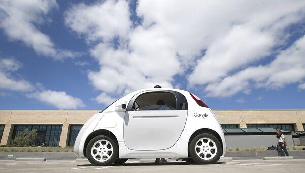 Беспилотный автомобиль Google на улице Маунтин-Вью, США