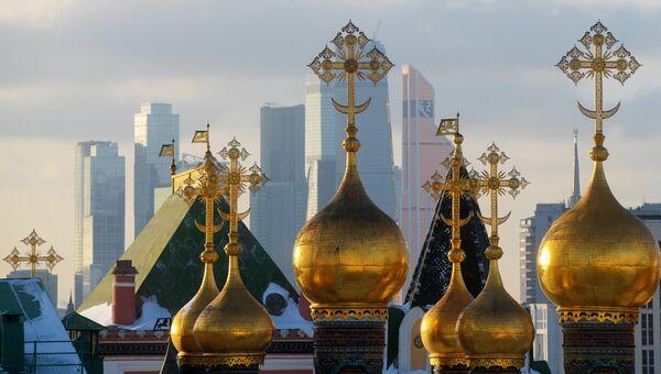 Купола собора Спаса нерукотворного образа (Верхоспасского собора). архивное фото