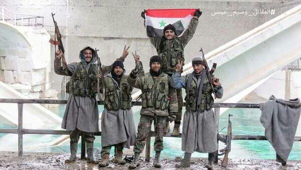 Бойцы сирийской армии на источнике пресной воды Айн-эль-Фиджи под Дамаском