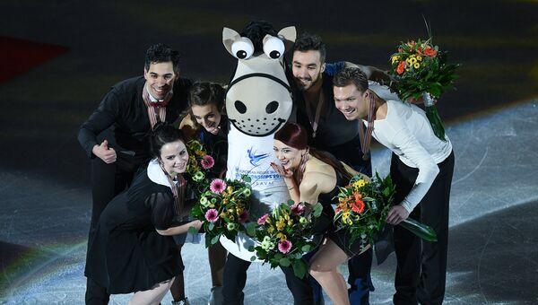 Призеры чемпионата Европы по фигурному катанию в танцах на льду на церемонии награждения