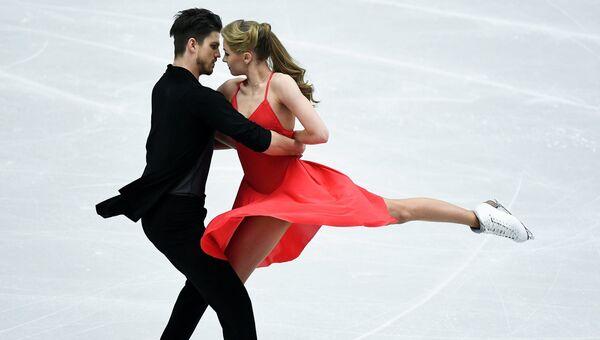 Александра Степанова и Иван Букин (Россия) выступают в произвольной программе танцев на льду на чемпионате Европы по фигурному катанию в Остраве