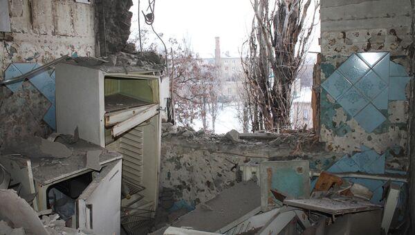 Квартира, пострадавшая в результате обстрела украинскими силовиками, в Донецке. 1 февраля 2017