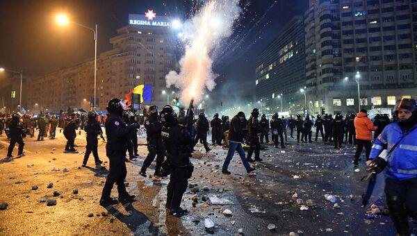Полиция Румынии применила слезоточивый газ во время акции протеста