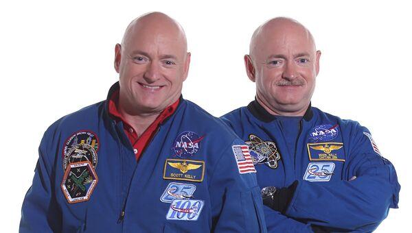 Астронавт Скотт Келли (слева) и его брат-близнец Марк Келли
