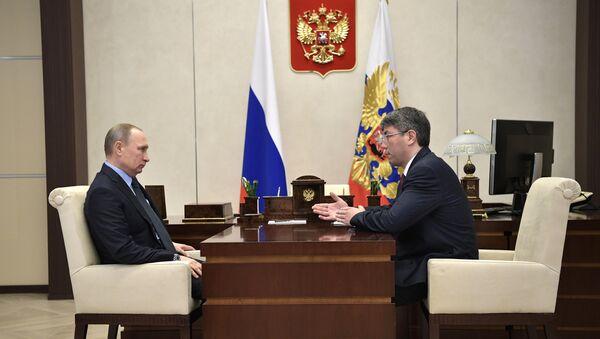 Президент РФ Владимир Путин и временно исполняющий обязанности главы Республики Бурятия Алексей Цыденов во время встречи. 7 февраля 2017