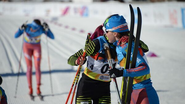 Лыжница Лилия Васильева после финиша масс-старта на зимней Универсиаде в Алма-Ате
