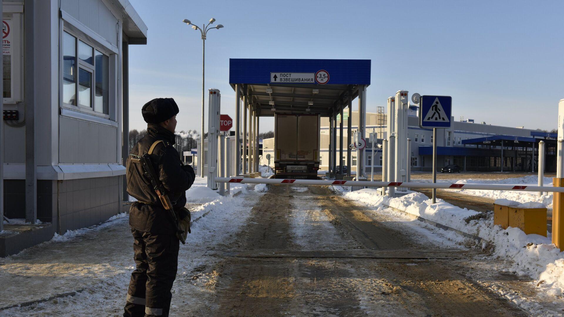 ФТС опровергла сообщения о задержках при ввозе цветов в Россию