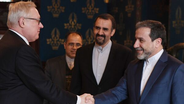 Заместитель министра иностранных дел РФ Сергей Рябков и заместитель министра иностранных дел Ирана Аббас Аракчи во время встречи в Москве. 8 февраля 2017