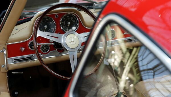 Mercedes-Benz 300 SL 'Gullwing' Coupe на выставке старинных автомобилей аукционного дома Bonhams