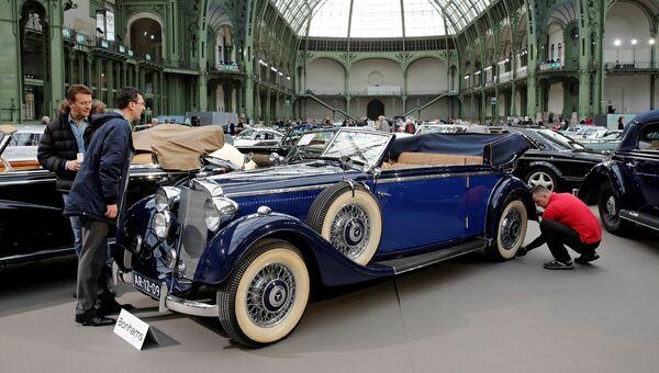 Mercedes-Benz 320 3.2-Litre Cabriolet B на выставке старинных автомобилей аукционного дома Bonhams