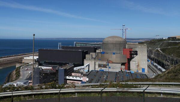 АЭС Фламанвиль в регионе Нижняя Нормандия, Франция. Архив