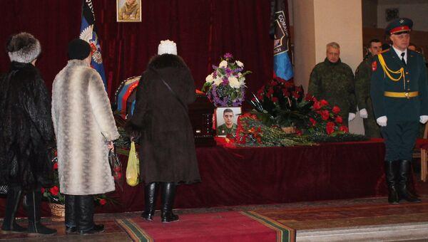 Прощание с командиром батальона ополчения ДНР Сомали Михаилом Толстых (позывной Гиви) в Донецке. 10 февраля 2017