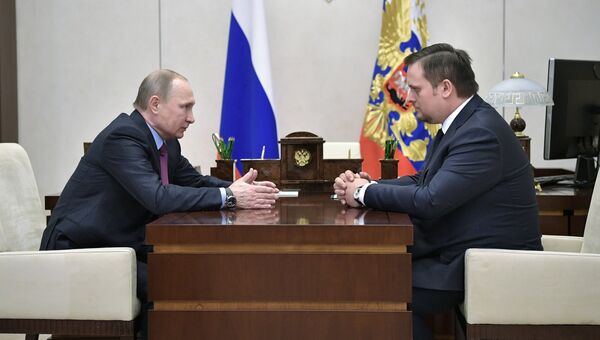 Президент РФ Владимир Путин и генеральный директор Агентства стратегических инициатив Андрей Никитин во время встречи. 13 февраля 2017