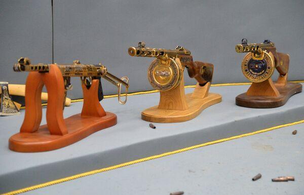 Образцы подарочного и наградного оружия для министерства обороны РФ Златоустовской оружейной фабрики