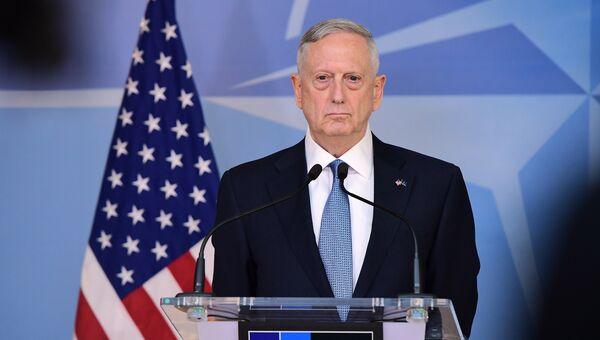 Министр обороны США Джеймс Мэттис на встрече глав военных ведомств стран НАТО в Брюсселе. 15 февраля 2017