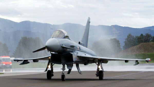 Первый из 15 истребителей Eurofighter, приобретенных министерством обороны Австрии, на авиабазе Цельтвег. Архивное фото