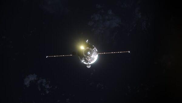 Фотография причаливающего космического грузовика Прогресс МС-05 от космонавта Андрея Борисенко