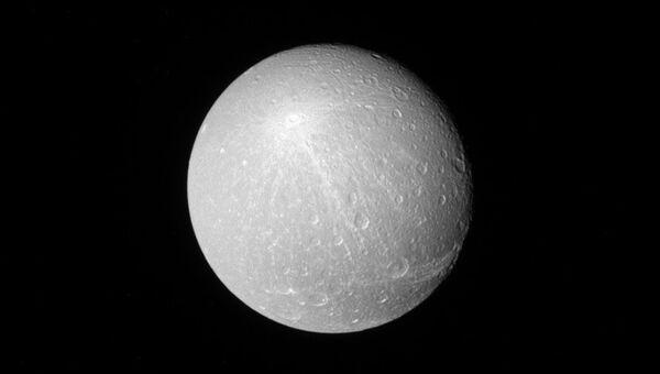 Лучи кратера Креуса на Дионе