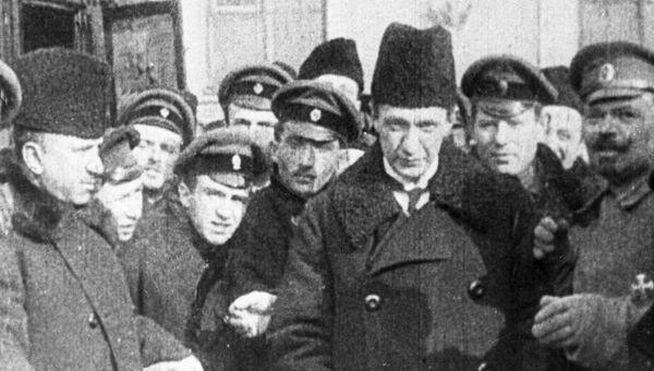 Александр Федорович Керенский, министр юстиции Всероссийского Временного Правительства среди военных