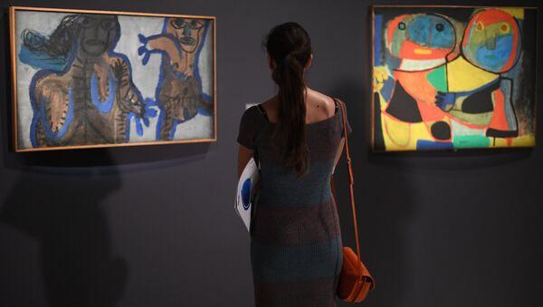Посетительница на открытии выставки Лицом к будущему. Искусство Европы 1945–1968 в ГМИИ имени А.С. Пушкина в Москве