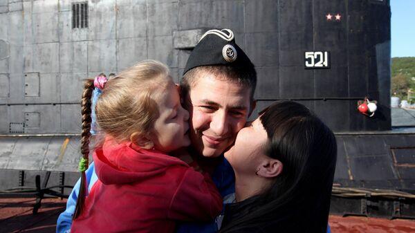 Подводник с семьей