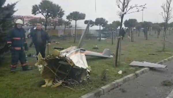Первые кадры с места крушения вертолета в пригороде Стамбула