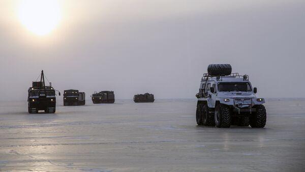 Испытания новых и перспективных образцов вооружения, военной и специальной техники в условиях Арктики. Архивное фото