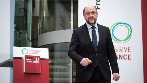 Кандидат в канцлеры ФРГ Мартин Шульц во время выступления в Берлине. 13 марта 2017