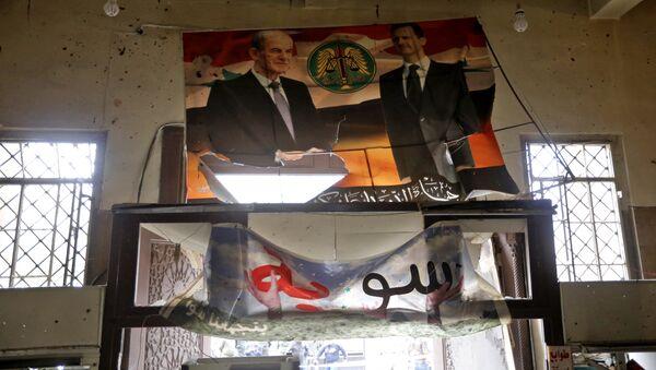 Портреты президента Сирии Башара Асада и бывшего президента Хафеза Асад в Дворце правосудия в Дамаске. 15 марта 2017