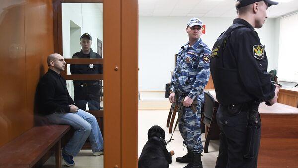 Хасан Закаев - предполагаемый соучастник теракта в театральном центре на Дубровке - в Московском окружном военном суде
