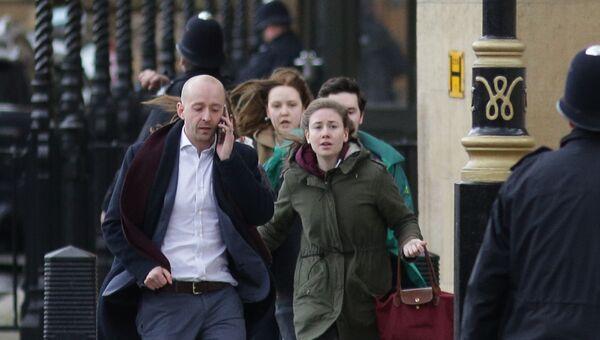 Эвакуация людей из здания Парламента в Лондоне. 22 марта 2017