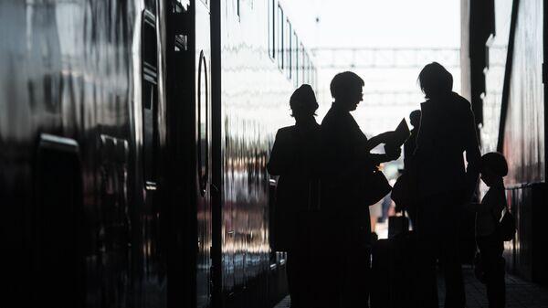 Пассажиры перед отправкой поезда Москва - Адлер