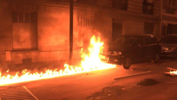 Протестующие подожгли машины на улицах Парижа во время новых беспорядков