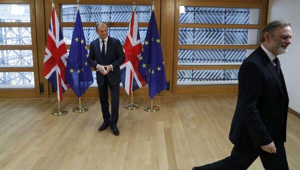 Постпред Британии при ЕС сэр Тим Барроу и глава Евросовета Дональд Туск. 29 марта 2017